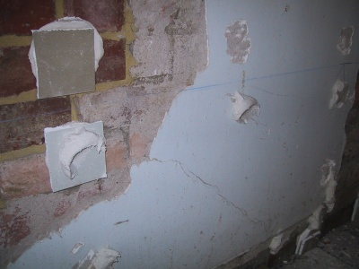 daubs of adhesive to stick plasterboard
