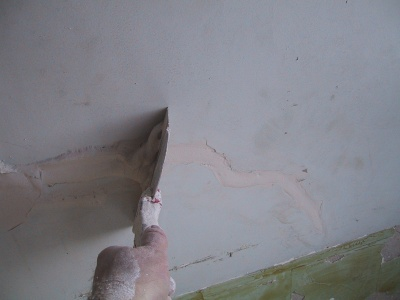 filling a crack in lath and plaster
